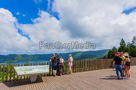tourists watching lagoa das sete